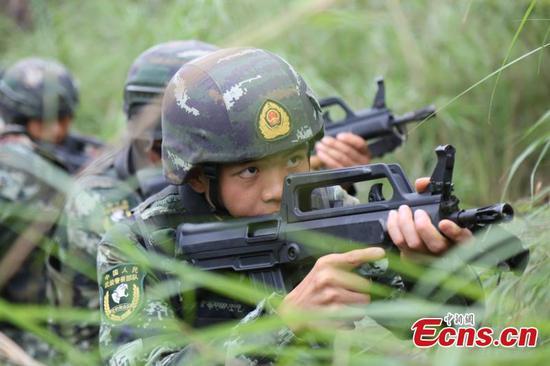 雪豹突击队在强化训练中