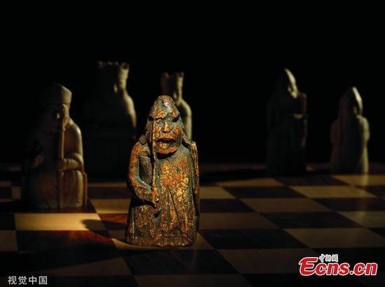 在家人的抽屉里发现了900年历史的棋子