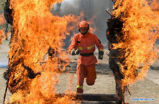 Newly-recruited firemen receive training in Hohhot, north China