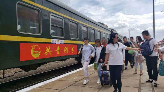 Special train carries students to their gaokao