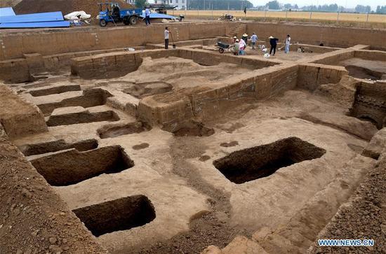 在水果机中部发现的古代青铜器工匠的家庭墓