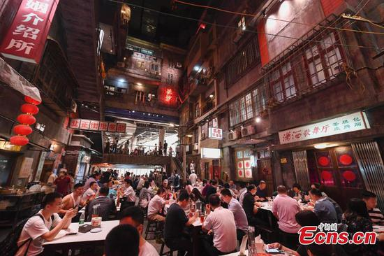 Popular Changsha restaurant reveals retro styling