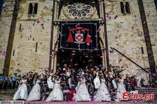 Multiple wedding ceremony held in Lisbon