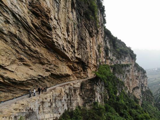 Cliffside canal an amazing sight in Guizhou