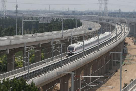 First test run for train on line to Beijing's new Daxing airport
