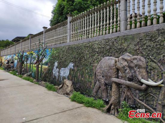 Uganda artists bring African charm to Hunan park