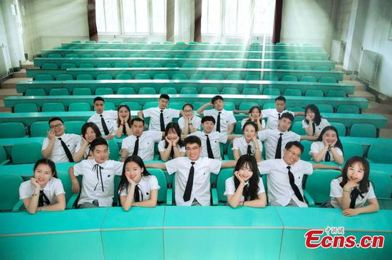 Freestyle graduation photos at Qinghai Nationalities University