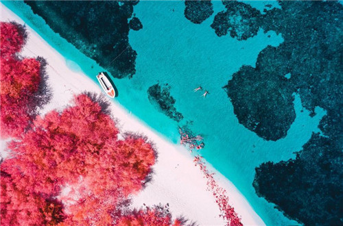 Photographer captures Maldives paradise in infrared hues