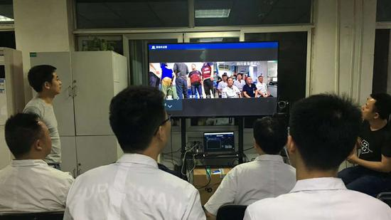 Doctors from Sichuan Provincial People's Hospital in real-time remote medical consultation with a suspected spleen rupture patient in Changning County. (CGTN Photo)