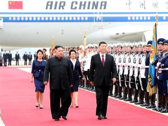 习近平抵达朝鲜进行国事访问