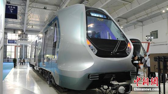 A futuristic subway train manufactured by CRRC Qingdao Sifang Co. (File photo/China News Service)