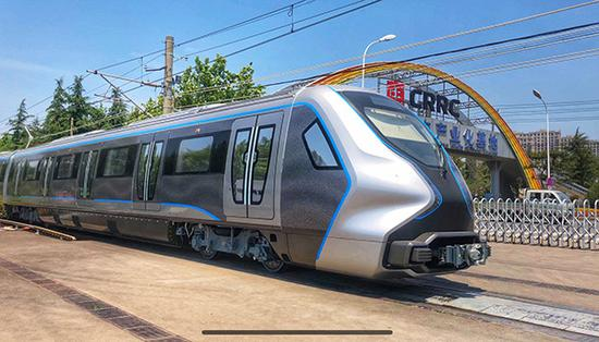 China-made carbon fiber train finishes trial run