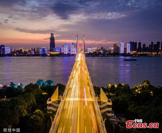 Sunset adds charm to Yangtze River bridge