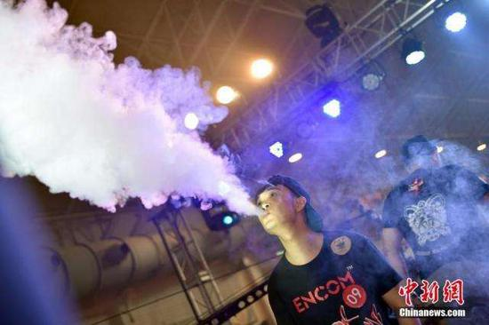 Shenzhen bans e-cigarettes