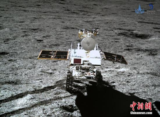 Image of China's lunar rover YuTu-2  taken by a camera on the lander of Change-4 probe. (File photo/China News Service)
