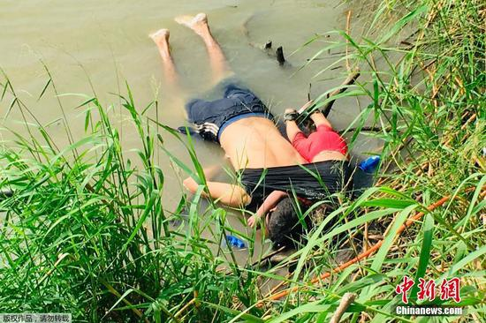 A photograph widely circulating online depicting a father and daughter drowned face-down in the Rio Grande River near Brownsville, Texas, the United States, has once again trained public attention to the plight of migrants. (Xinhua)