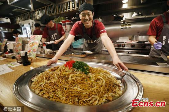 Giant stir-fry noodles served to mark upcoming G20 summit in Osaka