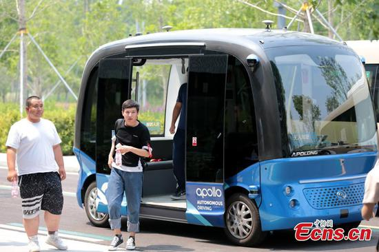 Self-driving bus debuts in Xiongan
