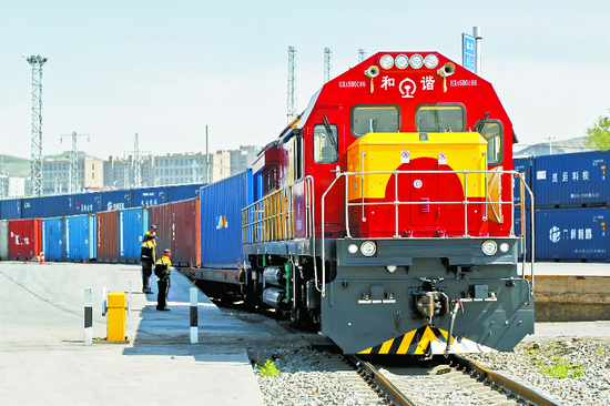 A China-Europe freight train bound for Almaty, Kazakhstan sets out from Urumqi, Xinjiang Uygur autonomous region, on May 25, 2019. [Photo/xjdaily.com]