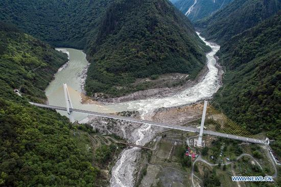 New and old bridges built along Sichuan-Tibet Highway