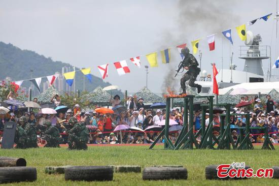 30,000 attend PLA open day in Hong Kong