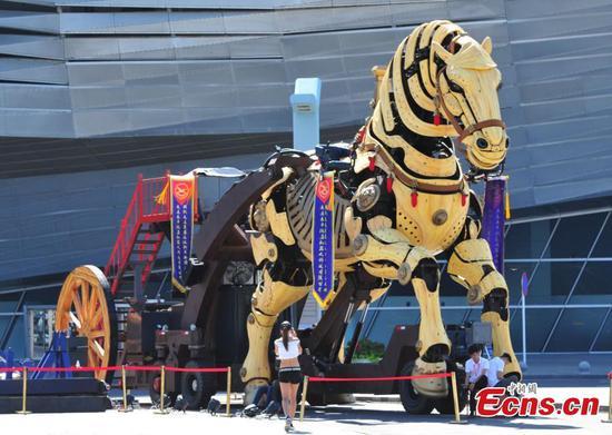 47-ton art installation imitates moving horse in Dalian