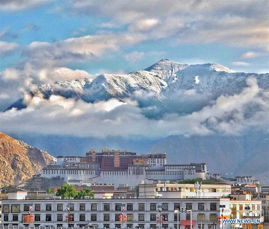 Tibet's beauty through cellphone lens