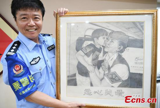 Veteran police officer draws his career for 30 years