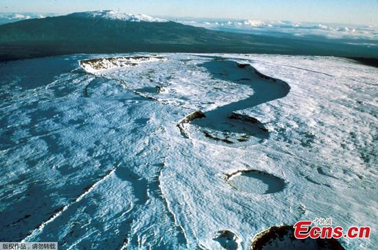 Volcanic unrest at Mauna Loa, Earth's largest active volcano
