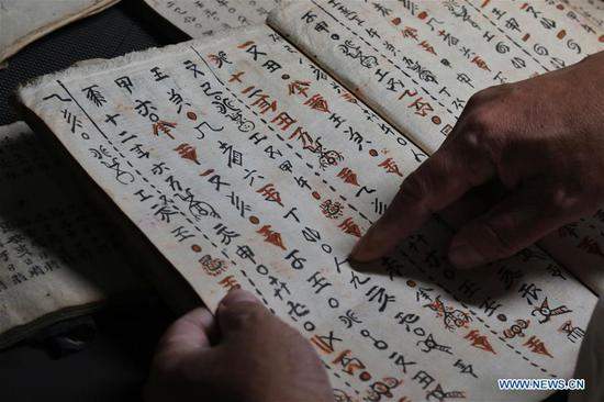 Researchers engaged in collection, preservation and digitalization of Shui script in Guizhou