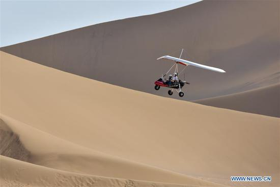 Kum Tag Desert enters its golden season of tourism in Xinjiang