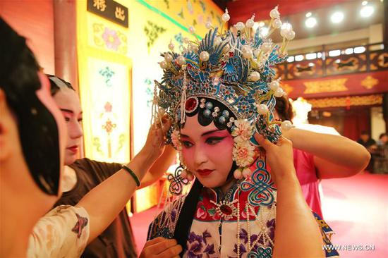 Overseas Chinese teenagers seek their cultural origins in Jiangsu