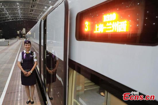High-speed train cuts travel time between Shanghai and Lanzhou by half