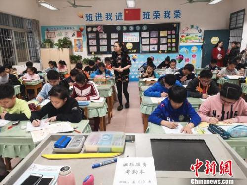 China to make public foreign online teacher qualifications