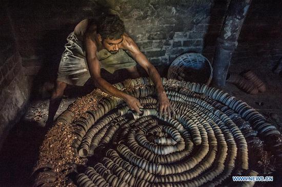 Potters make 'Bhar' in Kolkata, India