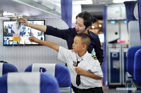 学生参加云南航空主题夏令营