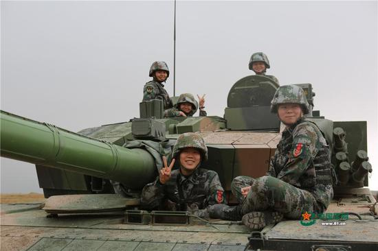 China's first female tank operators training in Inner Mongolia
