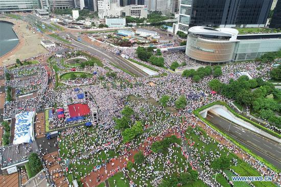中国香港居民集会呼吁和平,稳定