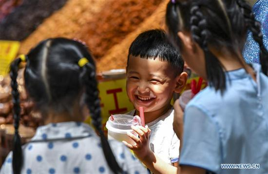 Children in Xinjiang enjoy their summer vacation