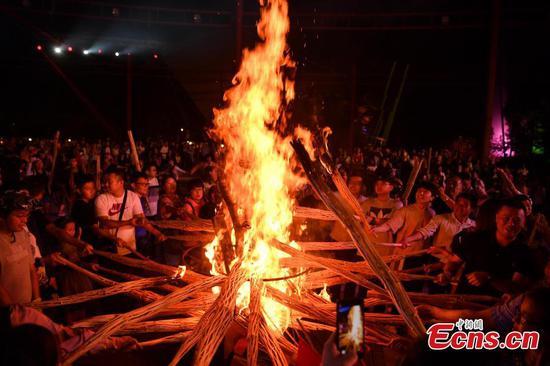 在云南庆祝传统火炬节