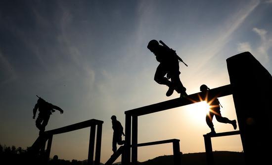 中国士兵接受国际比赛训练