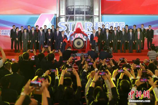 A listing ceremony for the first batch of companies on the STAR Market is held in the Shanghai Stock Exchange (SSE) on Monday. (Photo/China News Service)