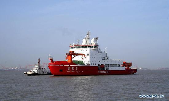 中国第一台国产极地破冰船停泊在上海本国港口