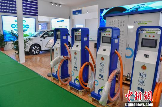 EV charging piles were displayed at an expo. (File photo/China News Service)