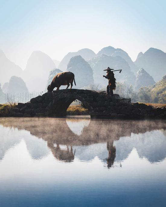 UK photographer's works on China delight followers
