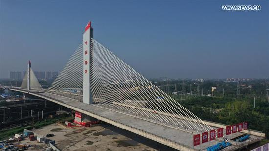 A 46,000-tonne bridge rotates successfully