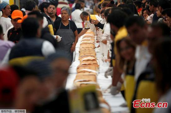 """墨西哥制作巨型三明治开始"""" Torta Fair"""""""