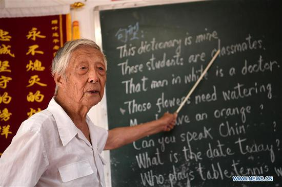 Retired teacher sets up 'home for left-behind children' to teach English for free