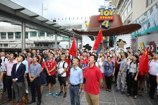 HK residents united to defend national flag
