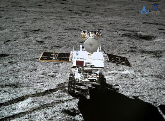 Photo taken by the lander of the Chang'e-4 probe on Jan. 11, 2019 shows the rover Yutu-2 (Jade Rabbit-2). (File photo: China National Space Administration)